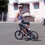 Фигурное катание на велосипеде.