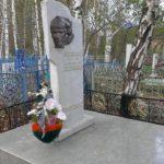 Горнолыжники сделали новое надгробие на могиле Рустэма Шайхлисламова