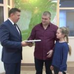Молодым семьям вручили жилищные сертификаты