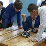 Дети создают роботов
