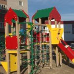 Новый двор с новой детской площадкой
