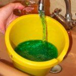 Почему вода в батарее зелёная?