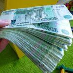 Пенсионер лишился крупной суммы денег
