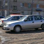 За парковку на газоне автолюбители будут платить штраф