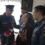 Пожарные в гостях у ветерана ВОВ Дмитрия Алексеевича Слепова
