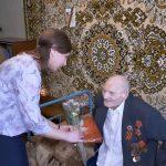 Представители центра социальной поддержки поздравили с Днем Победы старожила города Георгия Никаноровича Платонова