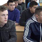 В Белорецке в преддверии Дня памяти жертв ДТП сотрудник ГИБДД встретился с будущими водителями
