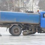 Подготовка катка на стадионе «Юность»