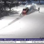 В Белорецке водитель заехал на городскую горку центральной площади